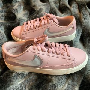 Nike Women's blazer low LX Pink shoes sz6.5 new